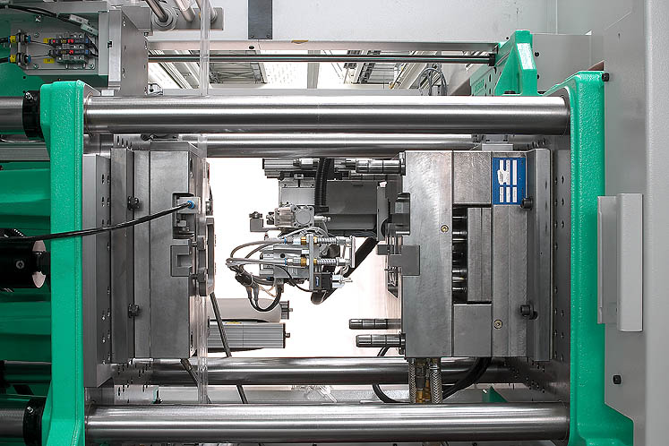 Integrated robotic systems ensure gentle removal in the case of in-mould decoration