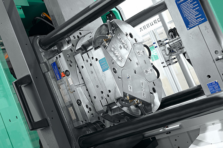Servo-electric rotary units make multi-component injection moulding faster and more convenient