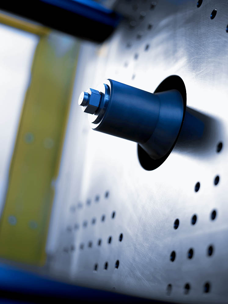 Temperature-controlled cold channel radius nozzles: short sprues thanks to 100 mm entry depth