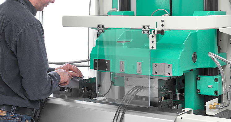 The right technology for every application: wide range of different clamping systems, e.g. sliding tables