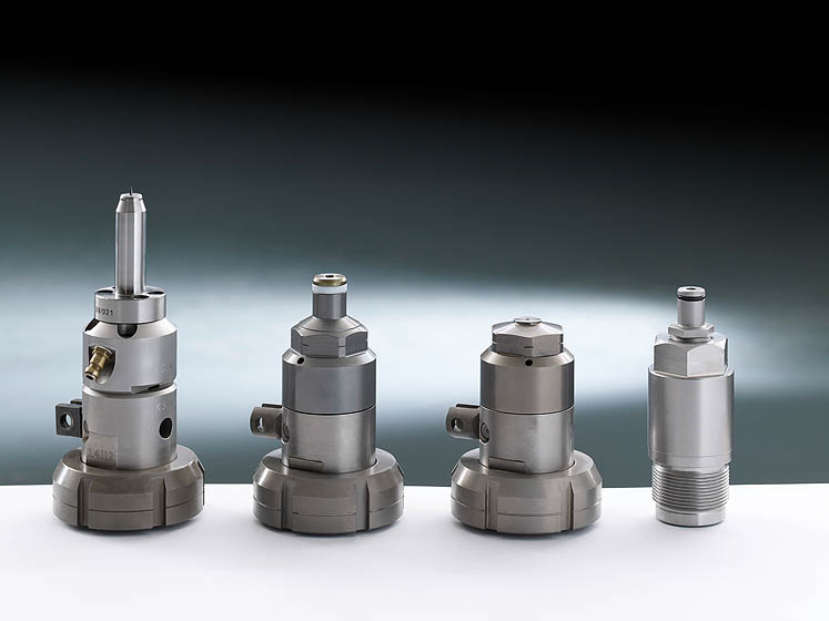Matched to the mold: our range includes simple cold-runner nozzles and needle shut-off nozzles through to open nozzles