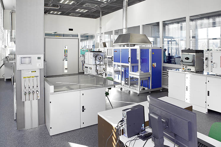 Exploit all the options available to you in the ARBURG PIM laboratory - from the preparation of feedstock through to sintering