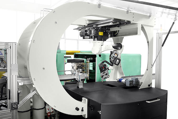 The Agilus six-axis robotic system moves along an additional linear axis and is suitable for mobile use