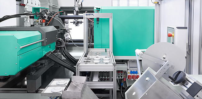 The horizontal arrangement of the second injection unit on the rear of the machine (L position) means the mould is easily accessible for a robotic system