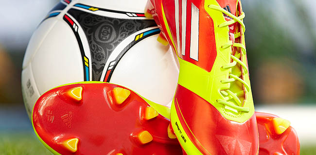 Framas mainly uses horizontal ALLROUNDERs for the high-volume production of football boot components